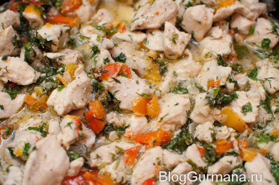 Куриное филе в сливочном соусе с овощами